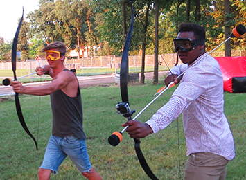 Archery tag spel op pukkelpop